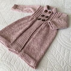 Knitting Patterns Coat New girl knitted coat design! Baby Sweater Knitting Pattern, Knitted Baby Cardigan, Toddler Sweater, Crochet Coat, Knitted Baby Clothes, Gray Cardigan, Knitted Coat, Knitting Patterns, Crochet Patterns