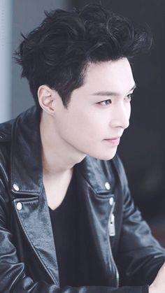 I love you Yixing ah. Baekhyun, Yixing Exo, Park Chanyeol, Steven Universe, Tao Exo, Photoshoot Pics, Exo Ot12, Exo Members, Handsome
