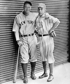Rare Photos of Lou Gehrig - Gehrig poses with old-time Boston player Bobby Lowe on June in Detroit. Gehrig matched Lowe's record of four consecutive home runs in a single game. Negro League Baseball, Minor League Baseball, Baseball Players, Major League, Hockey, Baseball Photos, Baseball Cards, Baseball Stuff, Backyard Baseball