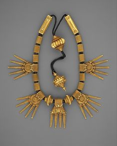 India, Tamil Nadu, Chetiar. Marriage Necklace (Thali) from the late 19th century. Gold strung on black thread.
