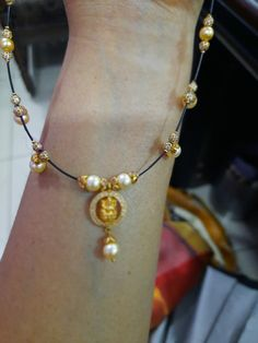 Gold Bangles Design, Gold Jewellery Design, Jewelry Design Earrings, Gold Earrings, Dimonds, Indian Jewelry Sets, Gold Jewelry Simple, Gold Designs, Lassi