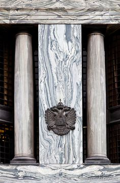 Looshaus, Michaelerplatz, Vienna, Austria, now occupied by Raiffeisenbank. Kids Ornament, Mallet Stevens, Vienna Secession, Lake Photography, Main Entrance, Neoclassical, Beautiful Buildings, Columns, Bauhaus