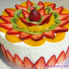 Most current Free of Charge fruit cake frosting Style - yummy cake recipes Food Cakes, Cupcake Cakes, Cupcakes, Easy Cake Recipes, Dessert Recipes, Cake Decorated With Fruit, Fruits Decoration, Deco Fruit, Fruit Cocktail Cake