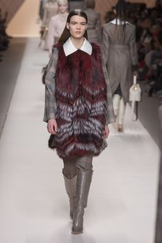 https://www.vogue.com/fashion-shows/fall-2018-ready-to-wear/fendi/slideshow/collection#11
