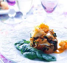 Migas de espinafre com lascas de peixe e camarão