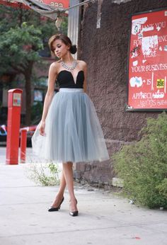 Spring / Summer - party look - strapless heart neckline black top + white tulle skirt + black stilettos