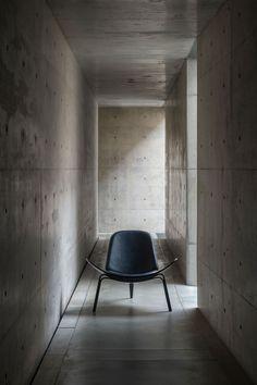 Carl Hansen & Søn CH07 Shell Chair door Hans J. Wegner | Design Oostende