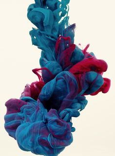 'A due colori' Alberto Seveso experiments with high-speed photography while trying to find a new way to make something beautiful using ink and water.