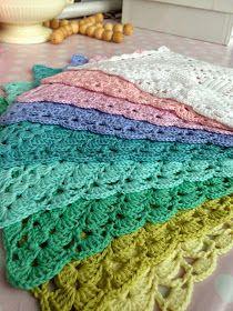 Karen Klarbæks Verden: Skal vi til at hækle servietter igen? Crochet Kitchen, Crochet Home, Knit Crochet, Crochet Dishcloths, Crochet Doilies, Summer Nails, Tatting, Diy And Crafts, Stitch