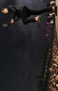 Find it weird that he isn't wearing any socks. Monkey Puppet, Monkey 3, Alex Turner, Alex Arctic Monkeys, Matt Helders, Monkey Pictures, The Wombats, Do I Wanna Know, The Last Shadow Puppets