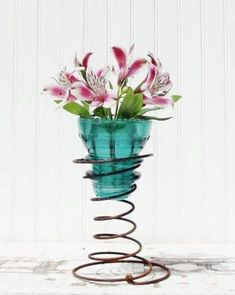 See how to repurpose an old bed spring into a unique spring or Easter decoration. Find ideas for DIY bed springs in spring and Easter decor. Bed Spring Crafts, Spring Projects, Spring Art, Diy Projects, Insulator Lights, Glass Insulators, Glass Jars, Candle Jars, Mason Jars
