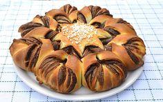 Brioche étoilée au nutella au Thermomix, recette d'une bonne brioche gourmande garnie de nutella facile à faire te parfaite à déguster au petit-déjeuner ou au goûter. Brioche Nutella, Garlic, Muffin, Vegetables, Breakfast, Video, Dolce, Alsace, Pain