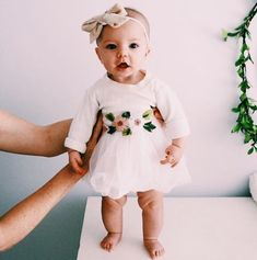 Flower and tutu dress – vibes – # tutu dress # and # vibes Blumen- und Tutu-Kleid – Vibes – - Cute Adorable Baby Outfits Fashion Kids, Baby Girl Fashion, Toddler Fashion, Fashion Top, Fashion Games, Dress Fashion, Fashion Mask, Fashion 2016, Fashion Wear