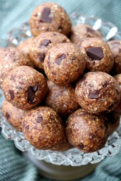 """Nydelige """"cookie dough"""" energikuler - LINDASTUHAUG Cookie Dough, Muffin, Snacks, Cookies, Breakfast, Alternative, Crack Crackers, Morning Coffee, Appetizers"""