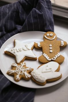 A lightly spicy and buttery Gingerbread Cookie that isn't too bitter isn't too sweet and is soft all the way through. Perfection! #christmas #gingerbread #cookies #cookie #recipe #dessert Icing For Gingerbread Cookies, Gingerbread Dough, How To Make Gingerbread, Cookie Icing, Gingerbread Houses, Christmas Gingerbread, New Year's Desserts, Winter Desserts, Cute Desserts