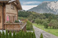 Luxury Ski Chalets and Holidays in the European Alps for rent. Book an exclusive luxury ski chalet or apartment for your next luxurious ski holidays. Ski Chalet, Ski Holidays, South Tyrol, Living Styles, Austria, Skiing, Beautiful Places, Places To Visit, Cabin