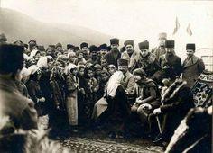 Atatürk Ergama Köyünde Halk İle. (8 Şubat 1923) | Mustafa Kemalim