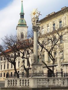 Statue With St. Martin's in the Background, Bratislava, Slovakia Montenegro, Bósnia E Herzegovina, Bratislava Slovakia, Big Country, Architecture Old, European Countries, Europe Destinations, Eastern Europe, Czech Republic