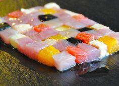 Il mosaico di ricciola fresca, con pompelmo, arancia, macadamia e nero di seppia (Ristorante Pont de Ferr - Milano)