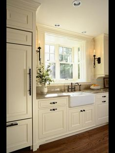 Inspiring rustic farmhouse kitchen cabinets makeover ideas home - kitc Tudor Kitchen, Farmhouse Kitchen Cabinets, Farmhouse Style Kitchen, Kitchen Cabinet Design, Kitchen Redo, New Kitchen, Rustic Farmhouse, Kitchen White, Kitchen Ideas