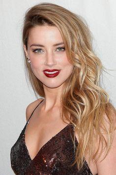 Beach Wave Hair: The Ultimate Inspiration - Modern Amber Heard Hair, Amber Heard Photos, Beach Wave Hair, Beach Waves, Summer Hairstyles, Cool Hairstyles, Tousled Hair, Wavy Hair, Red Carpet Hair