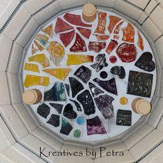 einen Blick in meinen Brennofen ;-))  bunte Fliesenstücke für mein Mosaik in meiner Werkstatt kreativesbypetra #Keramik #ceramik #brennofen #Glasur #glasurbrand #glaze #ton #töpfern #töpferei #plattentechnik #herzen #fliesen #botz Petra, Bunt, Plates, Personalized Items, Tableware, Mandalas, Mosaics, Work Shop Garage, Tile