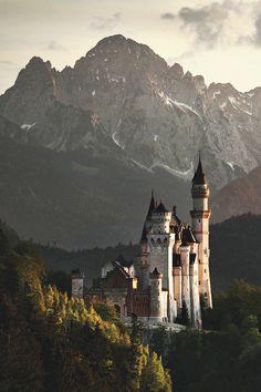 lovelaceleopard: mstrkrftz: The Mad King's Castle by Kilian...