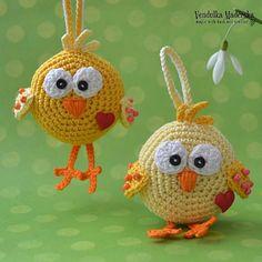 Crochet chicken ornament pattern DIY by VendulkaM on Etsy Crochet Birds, Easter Crochet, Crochet Animals, Crochet Home, Crochet Crafts, Crochet Projects, Double Crochet, Single Crochet, Easter Crafts
