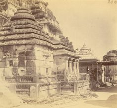 Here is a compilation of some very old photos and paintings of Jagannatha Puri, in Orissa. Many of these photos were taken by William Henry Cornish around Hindus, Rare Photos, Old Photos, Jagannath Temple Puri, Krishna, Archaeological Survey Of India, Lions Gate, Indian Temple, Vintage India