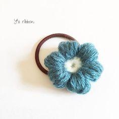 大人カラーのぷっくりフラワーヘアゴム❁︎ このお花モチーフはまったー♡可愛い(∩´∀`∩) 色んな色の色んなもの作りたいな~(♡ˊ艸ˋ)♬* ☻ #ハンドメイド #Handmade #編み #knitting #お花 #flower #ヘアゴム #hairelastic #band