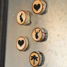 Naturally Beautiful Ways to Decorate With Wood Slices Add rustic flair to your fridge with these mini magnets. Get the tutorial at Suburble. - Add rustic flair to your fridge with these mini magnets. Get the tutorial at Suburble. Wood Slice Crafts, Wood Burning Crafts, Wood Burning Art, Wood Burning Projects, Wood Projects, Craft Projects, Diy Y Manualidades, Diy Magnets, Creation Deco