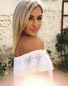 Makeup Tips, Off Shoulder Blouse, Blonde Hair, Fashion Photography, Beautiful Women, Celebs, My Favorite Things, Romania, Womens Fashion