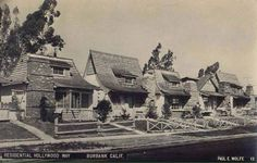 Atmospheric little bungalows on Hollywood Way, lined up on one side down from the Burbank Warners lot. The cottages were designed and developed by someone in the hierarchy of the WB set design department. Burbank California, California History, Southern California, California Houses, California Bungalow, Hollywood Homes, Hollywood Lights, Hollywood Icons, Hollywood Studios
