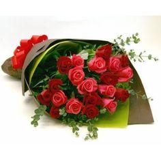 Букет из разных роз в крафте № 1025