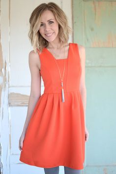 A nice style but the wrong colour for me. Orange Party Dresses, Summer Dresses, Fashion 101, Cute Fashion, Short Bridesmaid Dresses, Cocktail Dresses, Beautiful Dresses, Dress Up, Cute Outfits
