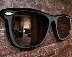 must have : giant sunglasses.