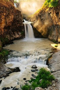 great pics: Sunlight, White River Falls, Oregon