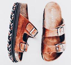 26 Flat Sandals You Should Own – Shoes Wishes 26 Flat Sandals You Should Own Sandals # Top Flat Sandals Sandals Outfit, Shoes Sandals, Shoes Sneakers, Mode Shoes, Flatform, Mode Style, Ballerinas, Platform Shoes, Summer Shoes
