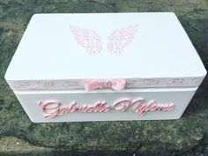 Amazing Homemade Gifts Ideas to Make Yourself Memorable Wooden Keepsake Box, Baby Keepsake, Keepsake Boxes, Wooden Memory Box, Baby Shower Gift Basket, Baby Shower Gifts, Personalised Gifts Unique, Unique Gifts, Craft Gifts