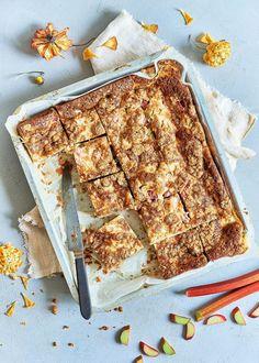Tray Bake Recipes, Baking Recipes, Bakewell Tart, Tray Bakes, Cupcake Cakes, Cupcakes, Banana Bread, Sweet Treats, Sweets