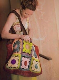 Granny Squares tote! i think i could make something close to this! ima gor for it!