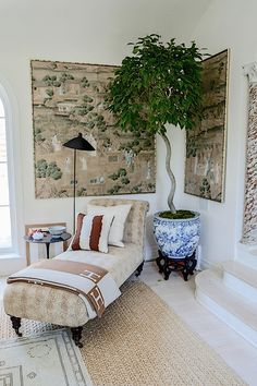 AT HOME WITH... - Mark D. Sikes: Chic People, Glamorous Places, Stylish Things