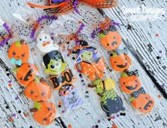 Perfect for Trick-a-Treatin No Bake Sugar Cookies, Mini Cookies, Fall Cookies, Iced Cookies, Cute Cookies, Royal Icing Cookies, Cookie Frosting, Halloween Cookies Decorated, Halloween Sugar Cookies