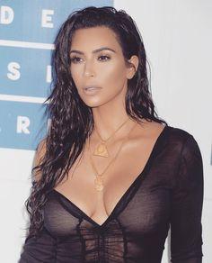 Love Kim Kardashian's wet beachy glam hairstyle.