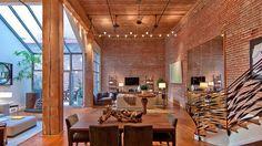 Loft com Estilo Industrial e Design Incrível-sala de jantar e estar ao fundo