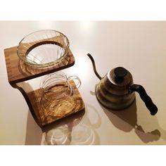 . .. 明日からコーヒーが美味しくなりそうです ケトルはいい感じに汚れてきました .. #hario #ハリオ #ハリオv60 #コーヒー #オリーブウッドスタンド #おうちカフェ http://ift.tt/20b7VYo