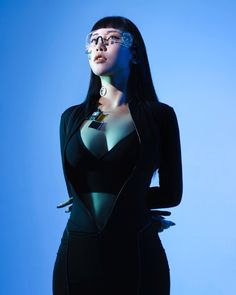 Human Poses Reference, Pose Reference Photo, Cyberpunk Aesthetic, Foto Fashion, Anatomy Poses, Cyberpunk Character, Figure Poses, Dynamic Poses, Cyberpunk Fashion