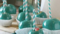 Tiffany Blue Candy Apples how to make blue candy apples party Tiffany Blue Candy Bar Buffet secret bubble free flavored candy apples toffee apples tutorial Blue Candy Apples, Blue Candy Bars, Delicious Desserts, Yummy Food, Dessert Recipes, Yummy Recipes, Blue Food, Candy Buffet, Apple Recipes