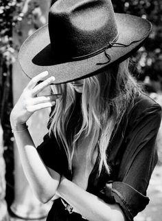 Women Hat Fashion Cap Best Sun Hats For Women Camo Hunting Hats Spider – eeshoop Foto Cowgirl, Chapeau Cowboy, Mode Rock, Classic Hats, Sun Hats For Women, Women Hats, Fedora Hat Women, Photo Portrait, Wearing A Hat