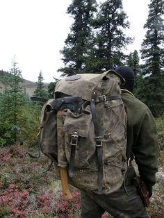 bushcraft equipment, top bushcrafter suggestions as well as survival abilities Bushcraft Pack, Bushcraft Camping, Bushcraft Backpack, Bushcraft Skills, Camping Survival, Camping And Hiking, Outdoor Survival, Survival Gear, Survival Skills